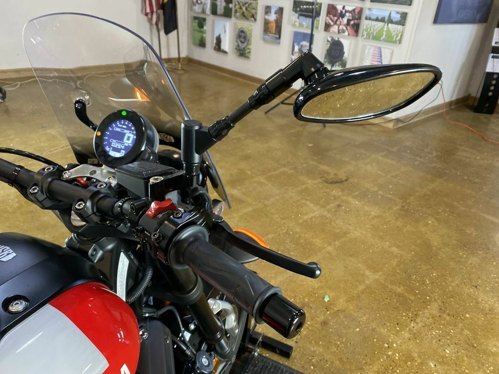 Thumbnail Image of 2018 Yamaha 900