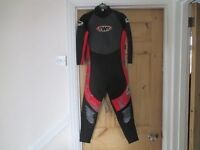 TWF FULL WETSUIT SIZE K11 (SUIT 11 YEAR OLD APPROX)