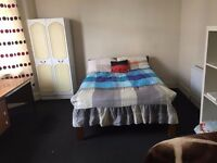 Big Double Room 10 min from Turnpike Lane Tube Station + All Bills Included + Free WiFi