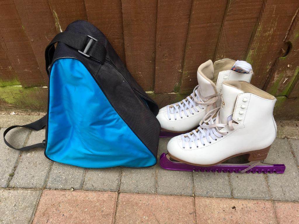 Jackson Artiste Ladies Ice Skates Size US 8CUK 4/5) in good conditionin Wokingham, BerkshireGumtree - Jackson Artiste Ladies Ice Skates Size US 8C ( UK 4/5) in good condition. Blades are sharp and in excellent condition, with guards