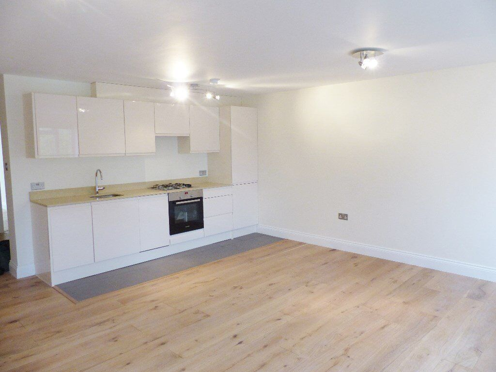 Hendon Lane Finchley - Newly Renovated 2 Bed Ground Floor Flat
