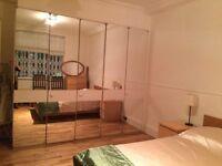 Double room in 2 bedroom flat in Kensington