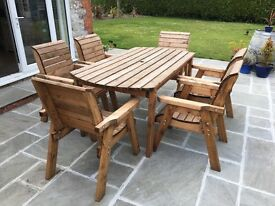 Nearly new wooden garden table & 6 chairs