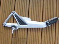 honda hornet 600 cb600 footrest hanger complete with footrests left