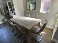 Modern designer extendable dining table and 6 fine leather chairs