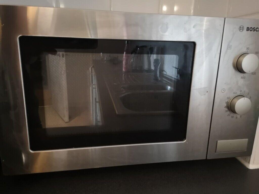 Bush BM750PSLGM Microwave 800W 20L