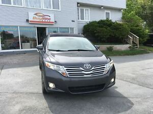 2012 Toyota Venza Bluetooth, sunroof, all wheel drive!
