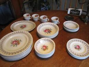 Vintage 39 morceaux vaisselle EMPIRE PORCELAIN CO  22 KARATS