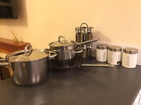 Kitchen starter pack: Kettle, toaster, crockery, glasses, cutlery - Everything you need!