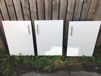 3 x IT KITCHENS SANTINI GLOSS WHITE SLAB STANDARD DOOR (W)500MM with handles