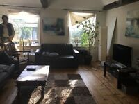 Beautiful Top-floor 3 bedroom Flat to share in heart of Canonbury