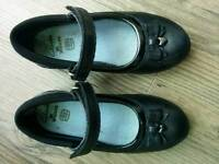 Clarks girl's black leather school shoes size 10 1/2 E