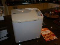 Breadmaker. Panasonic SD253. With instruction manual/recipe book.
