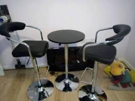 Kitcheñ table n 2 stools