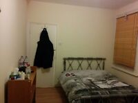 Double room for one person. Close to Seven Sisters Station.