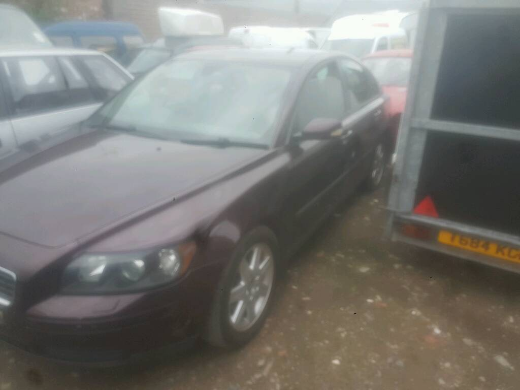 2004 VOLVO S40 2L DIESEL IN GOOD CONDITION FOR AGE, EXCELLENT DRIVER