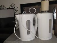 kettles and blender in white colour for sale