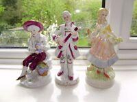 Figurines, plates