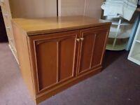 Stag 2 door cabinet