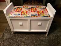 Toy storage box