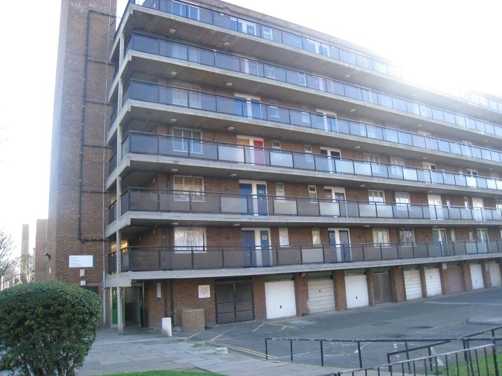 One bedroom flat located short walking distance to Bermondsey Station.