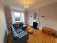 Spacious and light 2 bedroom flat just off Leith Walk