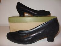 Black Hotter Shoes - Only worn twice - size 5.5