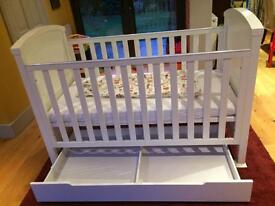 Izziwotnot Baby Tranquillity Cot Bed, Cot Top Changer & Under Bed Drawer Set