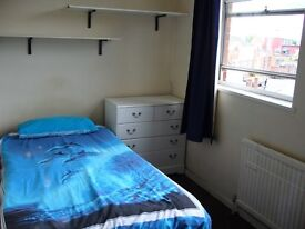 Large single room available for short term
