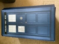 Doctor Dr Who, 6 audio cds in Tardis case plus 2 books see pictures