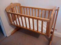 Wooden crib Mamas&Papas