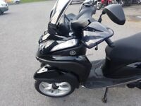 Yamaha tricity 125 scooter, almost new with Datatool thatchem alarm s4 red