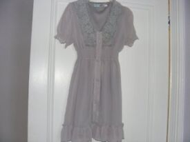 Pale Grey Long Top Size S / M. (Will Fit A Size 6 & A Size 8).