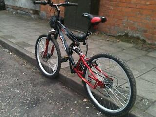 full suspension 24 inch wheel disc brake mountain bike nearly new save 50% off RRP!