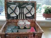 Wicker basket picnic basket complete with table-ware for 4 persons