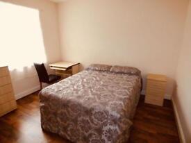 4 bedrooms in Room 1, Queen Anne Street, Stoke on Trent, ST4 2EQ