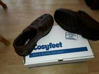 Men's cossyfeet extra Roomy Brown sandals ( size 8) a smoke and pet free home) cost new £70