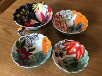 Measuring cups with colourful decorative finish