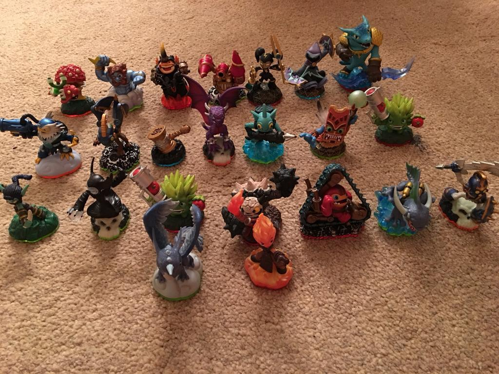 Skylanders figures x 23