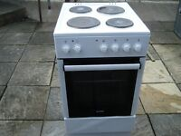 currys essential 500 mm cooker in white