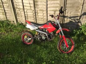 125cc pit bike (New condition)