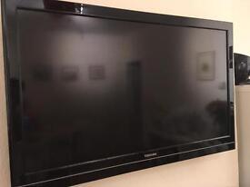 "Toshiba 32"" TV with wall bracket"