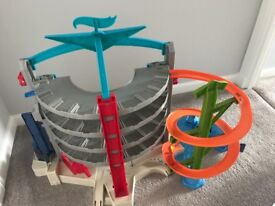 Hot Wheels Ultimate Garage with volcano bay