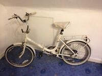 fold-able Raleigh white womens bike