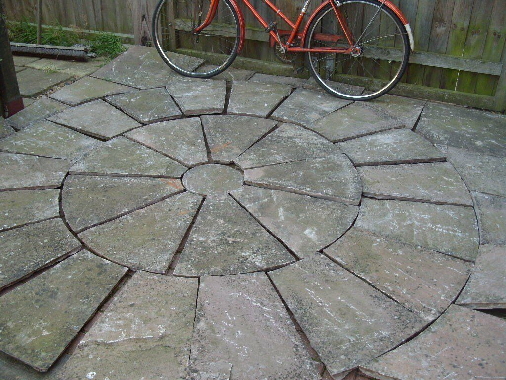 VINTAGE OLD RECLAIMED THICK QUALITY SANDSTONE CIRCLE 10ft DIAMETER + SQUARE OFF KIT £100
