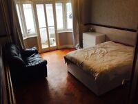 BARGAIN!! LARGE DOUBLE BEDROOM with WIFI & BILLS Inc.