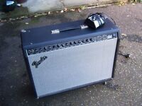 Fender Ultimate Chorus 2 x 12 Guitar Combo Amp & Fender Foot switch. GOOD CONDITION