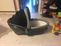 Britax baby car seat/ sleeper