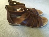 Moshulu Tan Sandals size 8 in super condition
