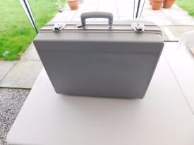FOR SALE - POTTERTON PACS T20 ABS DELUXE TOOL CASE in silver.